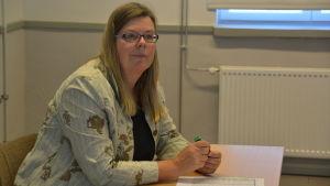 Katarina Haddas-von Martens vid civiltjänstcentralen i Lappträsk.