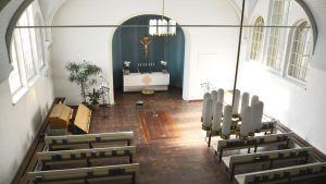 Kapellet på Näsebackens begravningsplats innifrån.