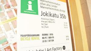 Turistinformationen under Mannerheimgatans bro i Borgå