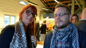 Hannah Kaihovirta och Jimmy Pulli på diskussionstillfället om Brändö sunds framtid.