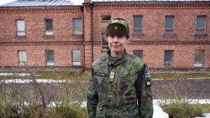 Henrika Backlund är kaptenlöjtnant och tjänstgör vid Nylands brigad.