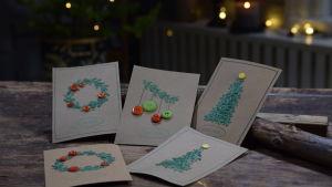 Julkort på ett brunt bord i Strömsö villan