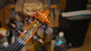 Stämskruvarna på en av Leif Kronqvists violiner