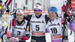 Heidi Weng, Ingvild Flugstad Østberg och Krista Pärmäkoski vid målgången i Val Müstair.