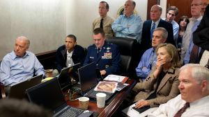 Vita huset 2.5.2011 får information om Usama bin Ladins död.