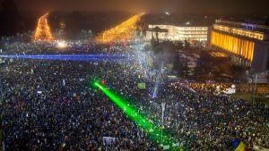 Hundratusentals rumäner demonstrerade mot regeringen i Rumänien