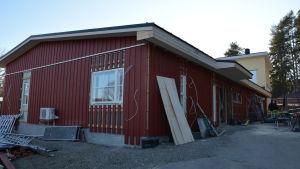 Taklagsöl har firats på nybygget vid Fridhem, dit Houtskärs hälsostation flyttas.