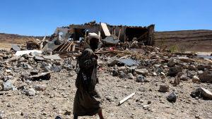 Det förstörda huset stod vid en åker utan andra hus i närheten