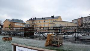 Tomma läktare som monterades ner efter bandyfinalen i Borgå.