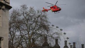 Ambulanshelikopter i London.