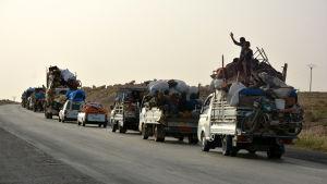 Omkring 200 000 civila har flytt undan striderna kring Raqqa under de senaste veckorna