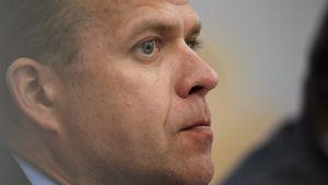 Samlingspartiets ordförande Petteri Orpo vill se över regeringssamarbetet.