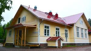 Gammelbacka skola, gula huset