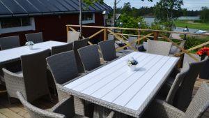 Pub-Café Wäfvars på Sarvsalö, terrassen.