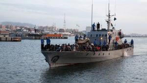 Libysk kustbevakning räddade afrikanska migranter från Medelhavet 26.5.2017.