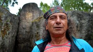 Michel Merle framför Lemminkäinens tempel.