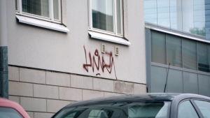 Graffiti på husfasad i Borgå.
