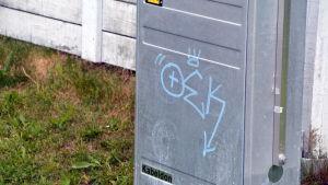 Graffiti på elskåp i Hammars i Borgå.