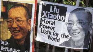 Två planscher på Liu Xiaobo.
