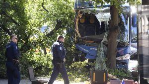 Bussolycka på Mannerheimvägen den 8 augusti 2017. Chauffören fick en sjukdomsattack, säger poilsen.