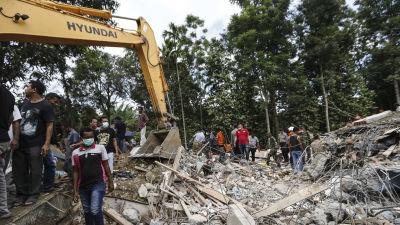 Indonesisk militar pa vag till aceh