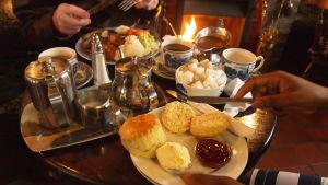 Tea dinner, Englanti