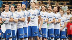 Finlands herrlandslag i innebandy redo för match.
