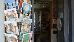 Riimikko säljer Muminkort