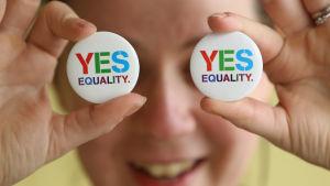 Badges som propagerar för ett samkönat äktenskapslag