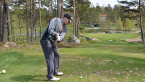 Fredrik Bergholm spelar golf.