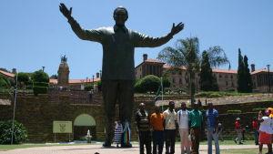 Nelson Mandela-statyn utanför regeringsbyggnaderna i Pretoria är en populär sevärdhet för både Sydafrikaner och utlänningar