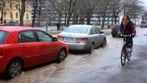 En vattenledning brast i Vasa på tisdag eftermiddag.