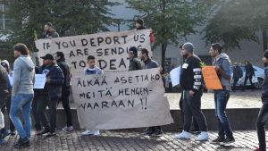 Irakier demonstrerar i Helsingfors