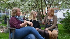 Lotta Böling, Fanny Willman och Viveca Salminen hoppas att ungdomarna nappar på möjligheten med frivilligarbete.