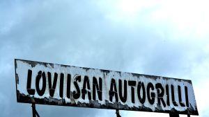 Loviisan autogrilli-skylt