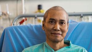 Nguyen Khae Hoan från Huế i Vietnam, som kommit till Hucs privatsjukhus i Helsingfors för att få vård mot magcancer.