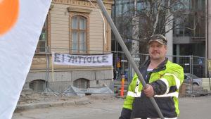 Göran Eklund tror att det blir en utförsäljning om staden bolagiserar stödtjänsterna.