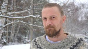 Jami Helmi bor på Hyppeis i Houtskär.
