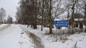 Rejpelt-skylten i Rejpelt by, Vörå.