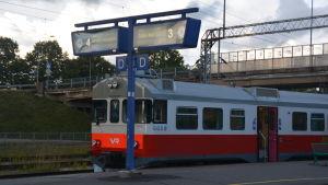 Ett Y-tåg på Karis järnvägsstation.