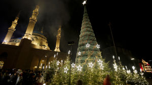 Julgran framför moskén al-Amin i Beirut i Libanon