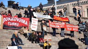 Protest mot regeringens nedskärningspolitik i Helsingfors 12 mars 2016.