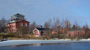 Valsörarnas gamla sjöbevakningsstation.