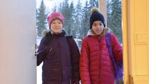 Eleverna Emma Häggqvist och Matilda Lindman