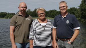Jonas Jonsson, vd på Aneboda fiskodling, Harriett Lindeman, ordförande för samfälligheten i Vestanträsk och Hans Palin, ordförande för samfälligheten i Tjudö.
