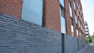 Fasaden vid Majstrandens studiebostäder i Helsingfors