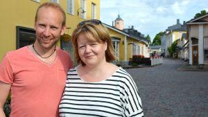 Erik-André Hvidsten och Heléne Nyberg uppträder i Visor på väg-turnén.