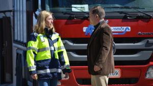 Anläggningschef Elina Antila och Borgå vattens vd Risto Saarinen