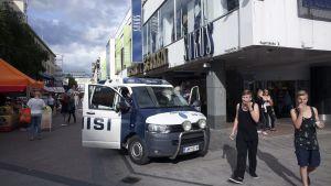 Polisen utanför Sokos i Jyväskylä
