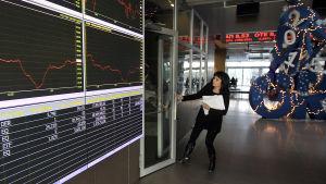 Atenbörsen öppnar efter att ha hållit stängt i fem veckor i augusti 2015.